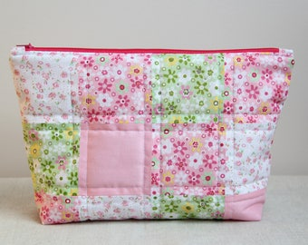 Cosmetic bag, toiletry bag, makeup bag, patchwork cosmetic bag, handmade bag, patchwork bag, zipper bag, quilted zipper pouch, makeup pouch