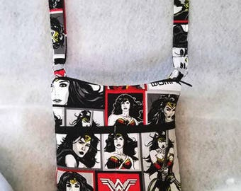 Wonder Woman cross body bag//Wonder Woman shoulder bag//hands free bag//Adjustable strap