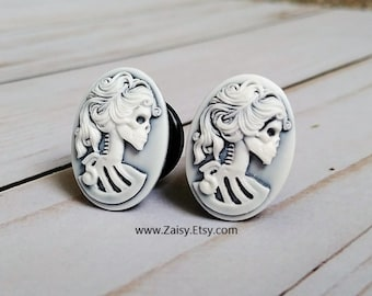 Grey and White Skull Goddess Plugs for Gauged Ears Sizes 2G, 0G, 00G, 1/2, 9/16, 5/8 Inch, 15mm, 14mm, 12mm, 10mm, 8mm, 6mm, One Pair(1)