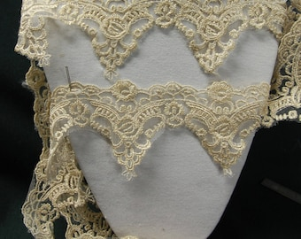 beige and gold lace 1.90 m