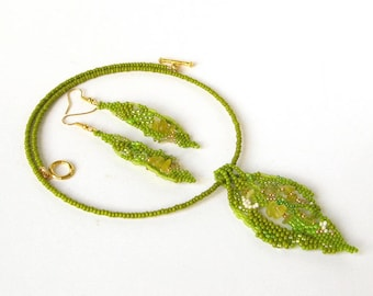 Green Freeform peyote jewelry set, OOAK Beaded jewelry, Beadwork necklace, Seed bead jewelry, spring necklace, green leaves, chrysolite