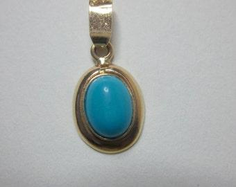 Vintage 14K Gold Cabochon Turquoise Pendant