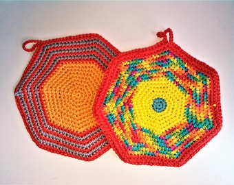 Set of pot holders or trivet
