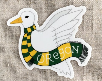 Oregon Ente Vinyl-Aufkleber / illustriert, fliegende Ente mit grünen und gelben Schal / Hand beschriftete / Wasser Flasche Aufkleber / Cool Laptop Aufkleber