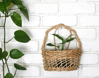 Vintage Boho Wicker Wall Basket Planter/Hanging basket/Rattan