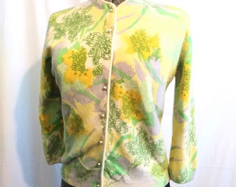 1950s Darlene Angora Lambswool Blend Hand Screen Print Yellow and Green Floral Cardigan Sweater