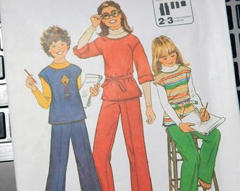 """1977 Simplicity Jiffy Pattern 8122 Uncut Girls sizes 14 Breast 32"""" Girls PULLOVER TOP and PANTS...factory folded"""