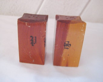 Cedar wood salt pepper shakers, collectible, souvenir of Venice, Florida, mid century, 50s 60s, rustic country kitchenl