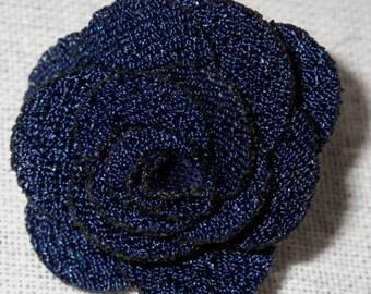 Bouton pression fleur en tissu bleu marine