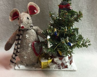 Mouse with Decorated Snowy Christmas Tree Display (#031)