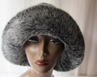 Winter Hat Chic' warm lined grey faux fur