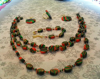 set (necklace, bracelet, ring and earrings) original, unique (black, red and green)