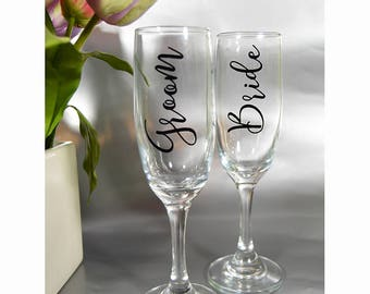 Personalized Wedding Gift - Mr and Mrs Glasses - Bride and Groom Glasses - Bride and Groom Gift - His and Hers Glasses - Wedding Gift