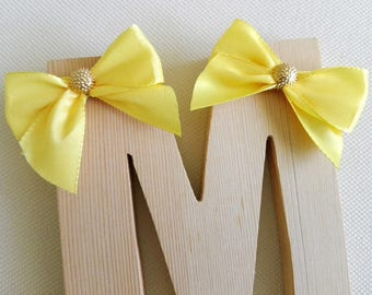 Pins, for hair, yellow bow