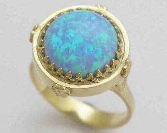 Bague opale or, bague Couronne en or massif, bague bleu opale, bague de pierres précieuses, bague de cocktail, bague victorienne, fiançailles - quelque chose de bleu. RG1247-1