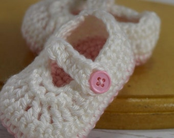 Crochet baby girl shoes, crochet Mary Janes, crochet baby easter shoes, pink shoes, baby shoes, newborn shoes, crochet baby shoes