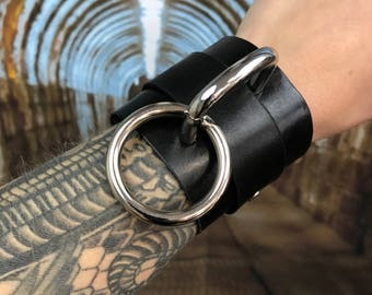 D/O Shackles *SINGLE*, Hand Dyed Leather Cuffs