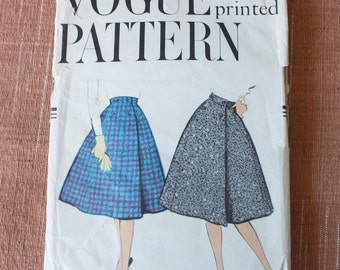 1950s Skirt Pattern / Vogue 9556 / Wrapped Skirt & Petticoat / Four Piece Gored Skirt / Waist 26""