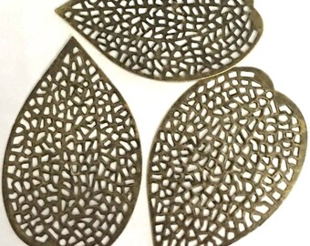 20 Antique Bronze Filigree Leaf Focal Pendant 37x25mm (p266)