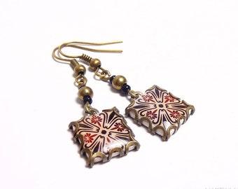 Floral tile Earrings with vintage drawings. Barna.