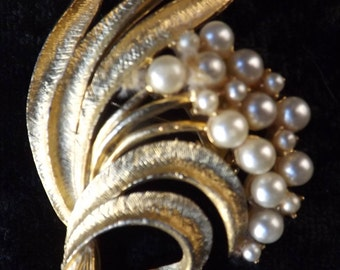 Vintage 1970s Brushed Gold Tone Leaf Brooch With Faux Pearls
