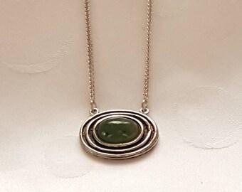 Silbercollier mit Jade