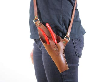 Leather pruner holster. CROSS BODY pruner holster. garden tool accessory. fits felco, pliers, scissors. hand stitched.