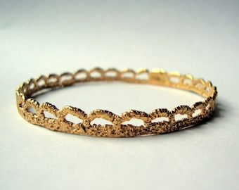 Vintage Lace bangle bracelet cast in solid 14k gold