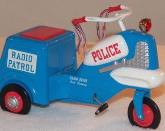 Vintage 1995 Hallmark Kiddie Car Classics - 1958 Murray Police Cycle - Sidewalk Cruiser - QHG6307