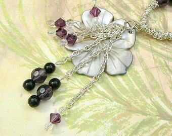 Shell Flower Pendant Necklace Combined With Black And Silver