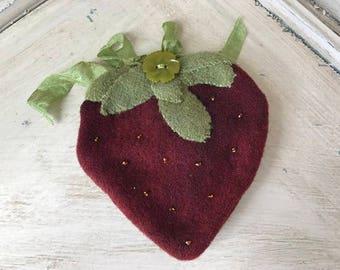 Wool Strawberry Pinkeep