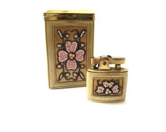Daniel de Paris unterzeichnet Vintage Creme Leder/Kunstleder Gold Ton Metall braun weiß & Rosa Rocailles Perlen passenden Zigarettenetui und Feuerzeug Set