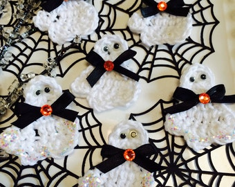 Crochet Glittered Ghost Appliques ~  Halloween Ghosts ~ Party Favors ~ Classroom Gifts ~ Halloween Ghosts