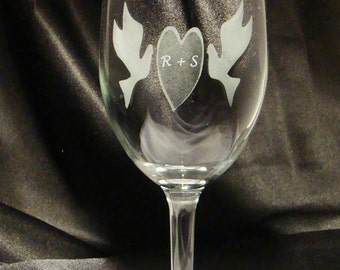 Custom Engraved Wine Glasses - Sweetheart Dove Wine Glasses - Etched Wine Glass - Personalized Wine Glasses - Wedding Party Gift