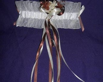 Ivory/chocolate bridal garter