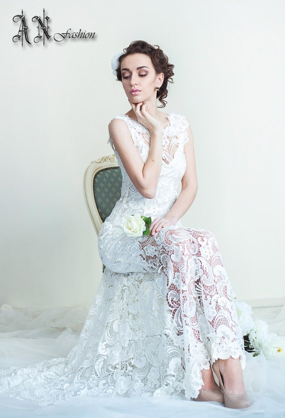 A-Line Wedding Dress With a Small Train. Guipure Lace Dress.