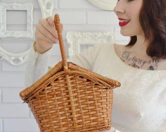 Vintage Brown Woven Vinyl Picnic Basket Handbag with Top Opening