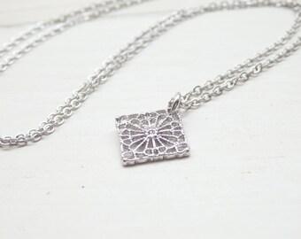 Silberne Blumen Rautenform Halskette - minimalistischen Stil