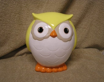 Whoooooster Owl Bank Pastel Yellow