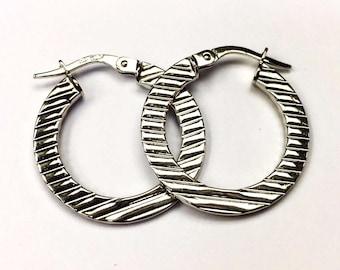"""18k solid white gold artistic design hoop earrings(2.5gr/1""""inch)"""