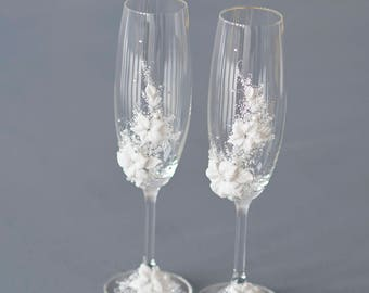Nature Wedding flutes, organic decor toasting flutes, golden wedding anniversary, set of 2 decorated glasses, wedding ceremony