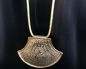 Large gold pendant choker