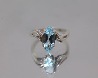 925 - Vintage Marquise Cut Sky Blue Topaz Bypass Ring in Sterling Silver - 6.5