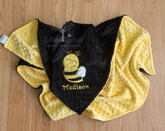 Personalized Minky Baby Blanket, Bee Personalized Baby Gift, Bee Appliqued Minky Baby Blanket, Bee Nursery, Bee Baby Blanket