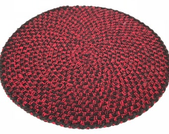 Round crocheted placemat, red and black