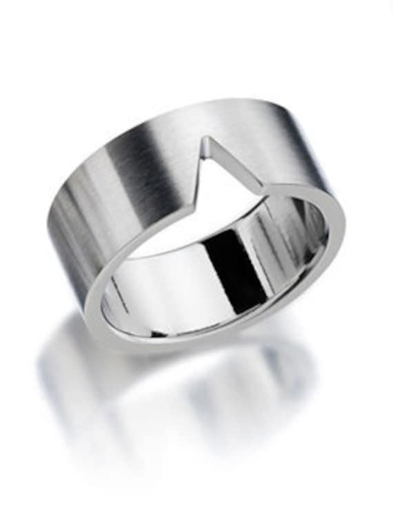Noto V Man Ring Stainless Steel