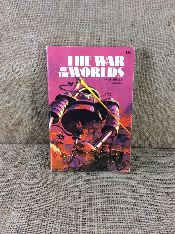 Vintage book by HG Wells War of the Worlds Martians on the rampage 1978, HG Wells vintage book, book one, the coming of the martians,