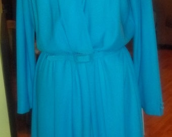 What an Eye-Popping Sassy Vintage Turquoise Dress