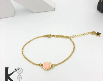 Bracelet light pink and gold chain