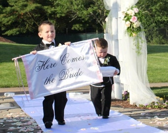 Here Comes the Bride Banner Wedding Sign Ceremony Banner Ringbearer Flower Girl Photo Prop Fabric Banner